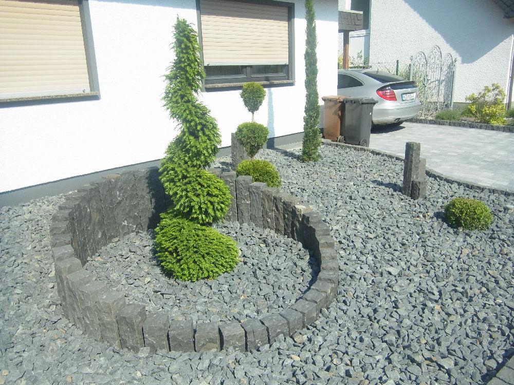 neu gestalteter vorgarten garten und landschaftsgestaltung schlegel. Black Bedroom Furniture Sets. Home Design Ideas